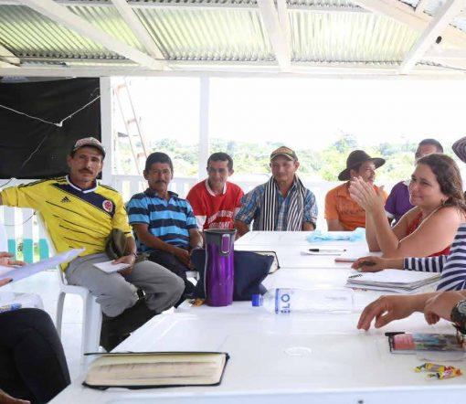 Entrega de material pedagógico de ERM a la comunidad